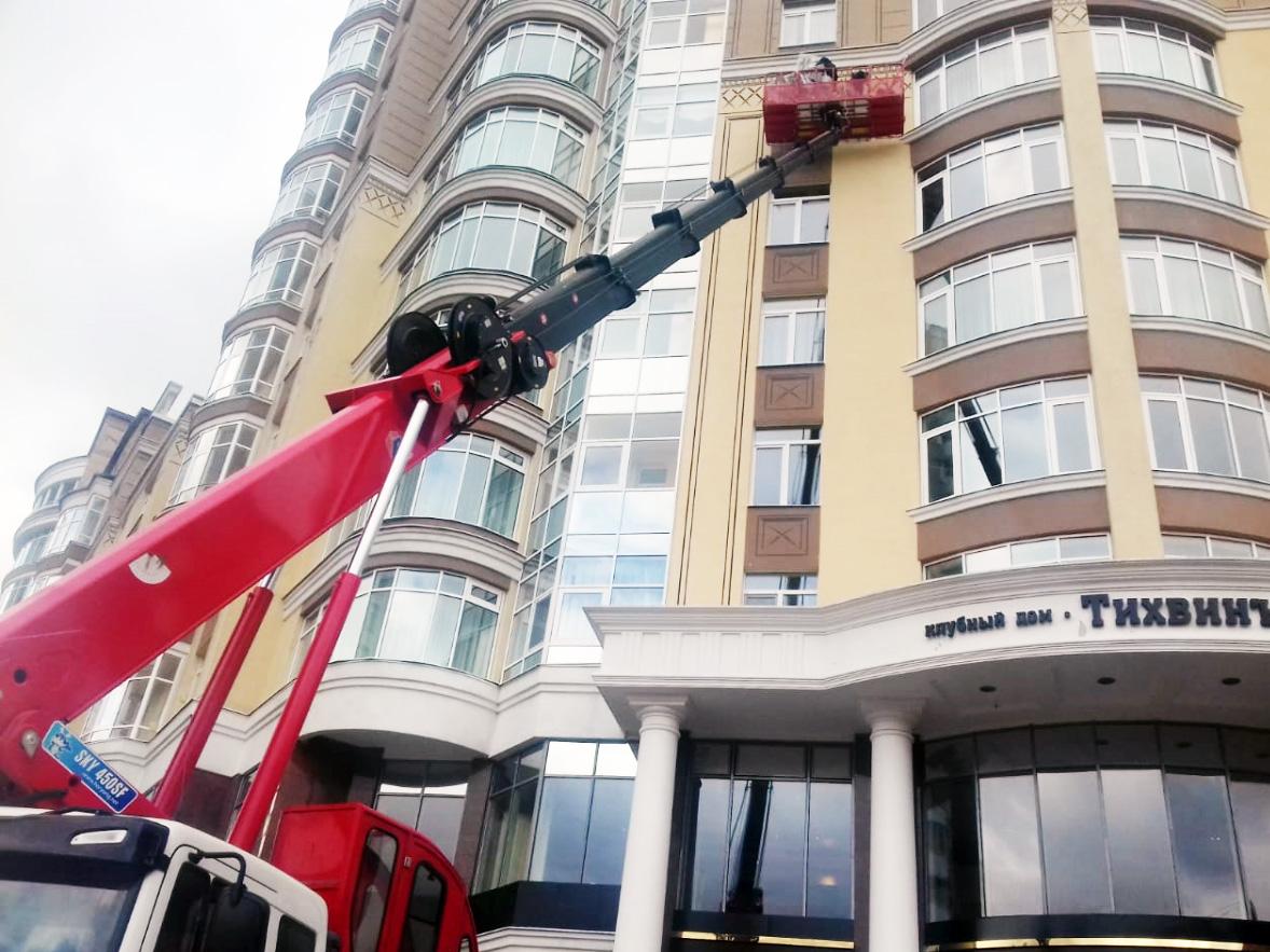 Автовышка для монтажа фасада клубный дом Тихвин г. Екатеринбург5 м.