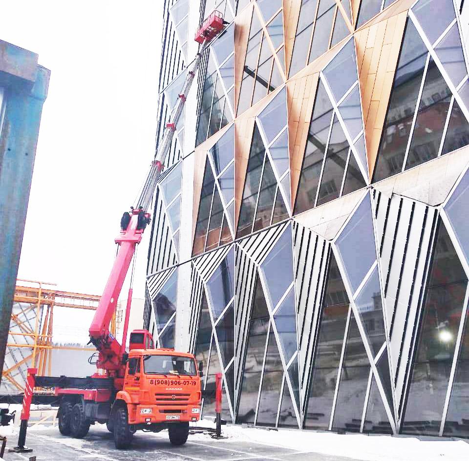 Автовышка для монтаж фасада из стекла, РМК г. Екатеринбург